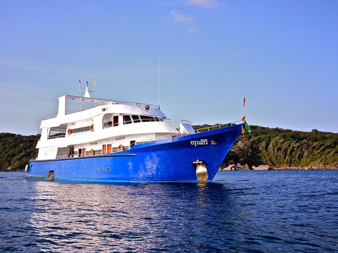 4 days diving liveaboard trip on the spacious Manta Queen 3