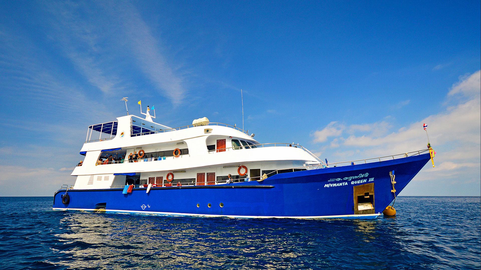 Similan islands diving liveaboard Manta Queen 3