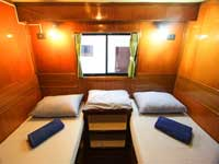 Manta Queen 2 twin bed cabin