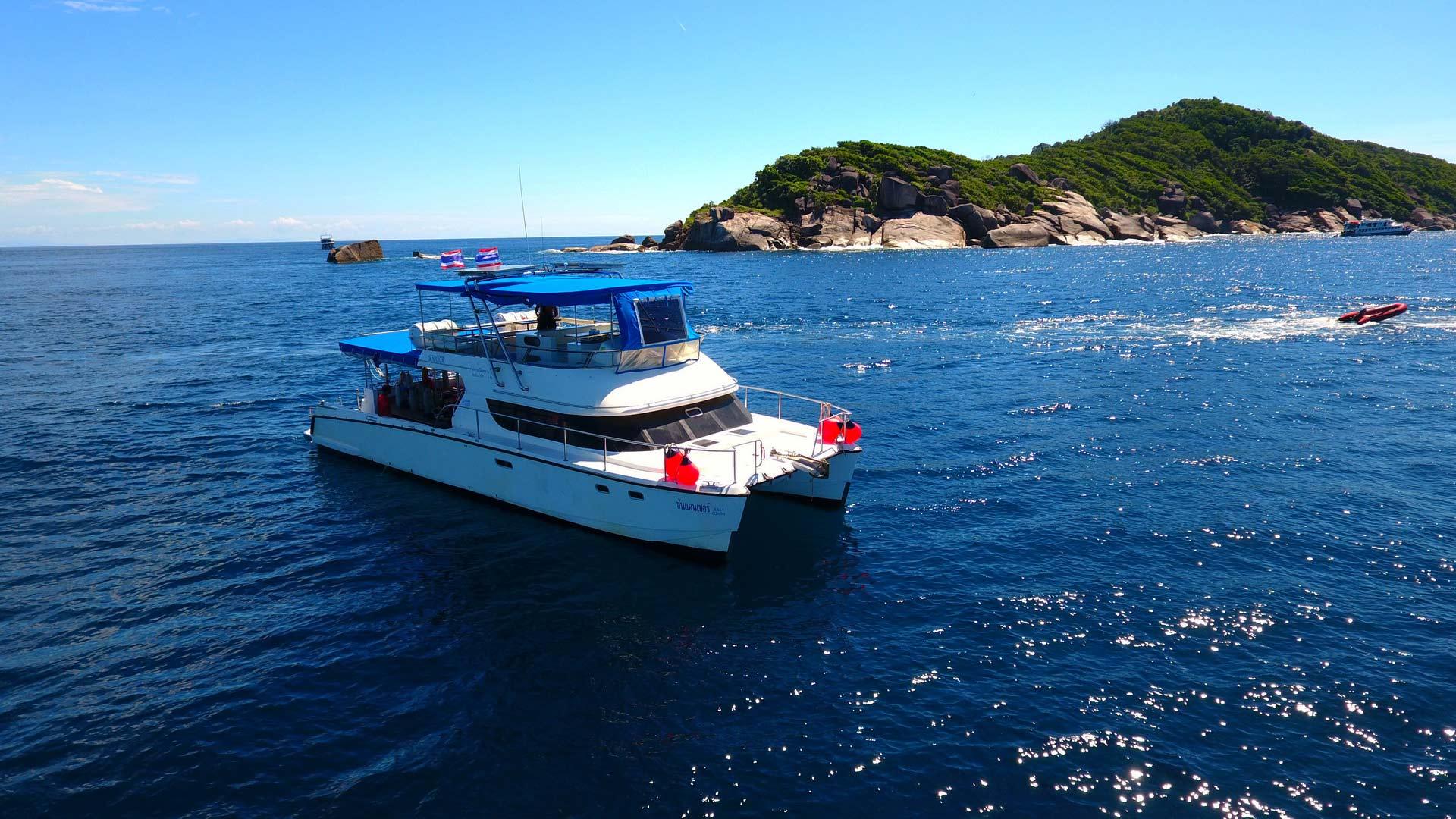 Similan islands diving daytrip on the MV Sundancer