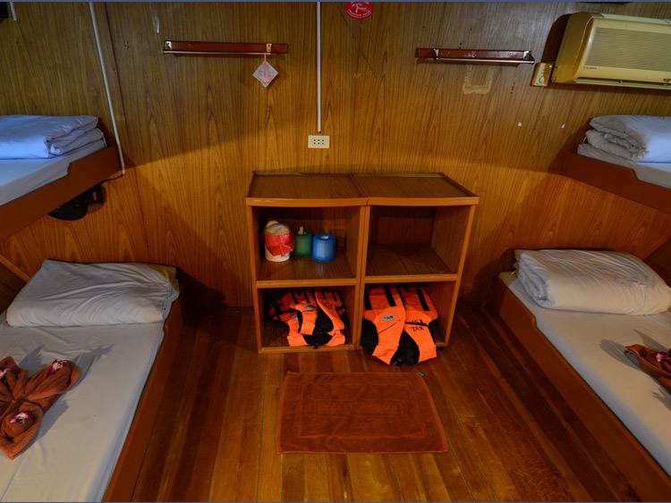 Manta Queen 2 four bed shared cabin