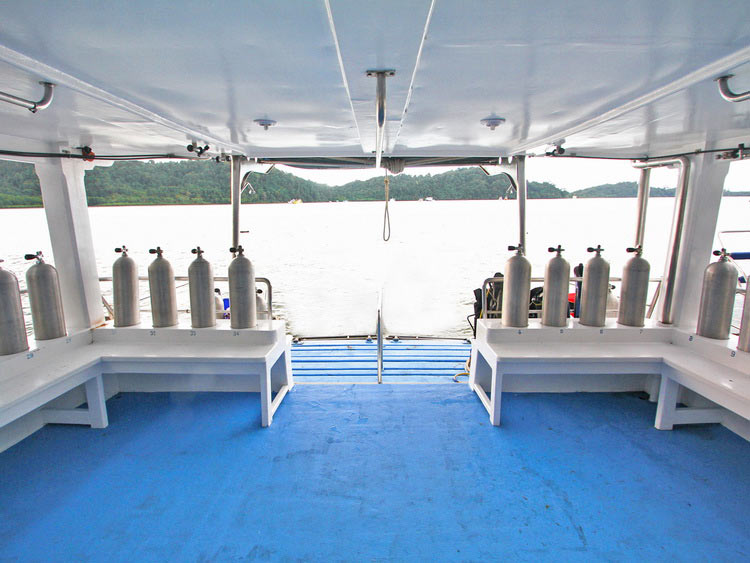 Dive deck on the Manta Queen 1