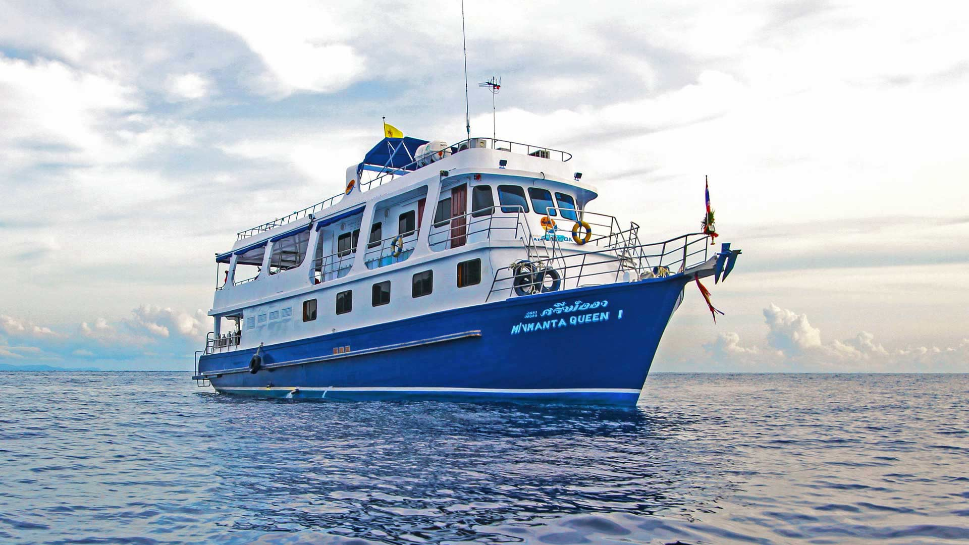 Similan islands diving liveaboard tour on the Manta Queen 1