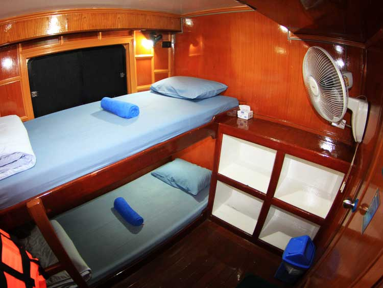 Manta Queen 1 twin bed cabin