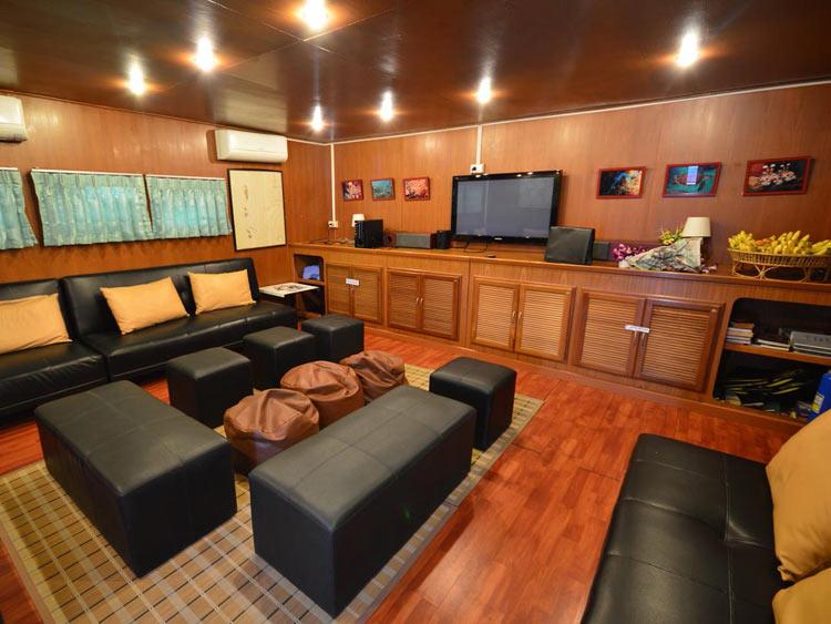 Manta Queen 3 lounge