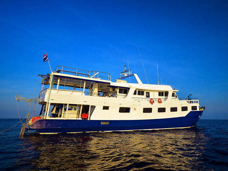 Richelieu rock diving liveaboard Manta Queen 7