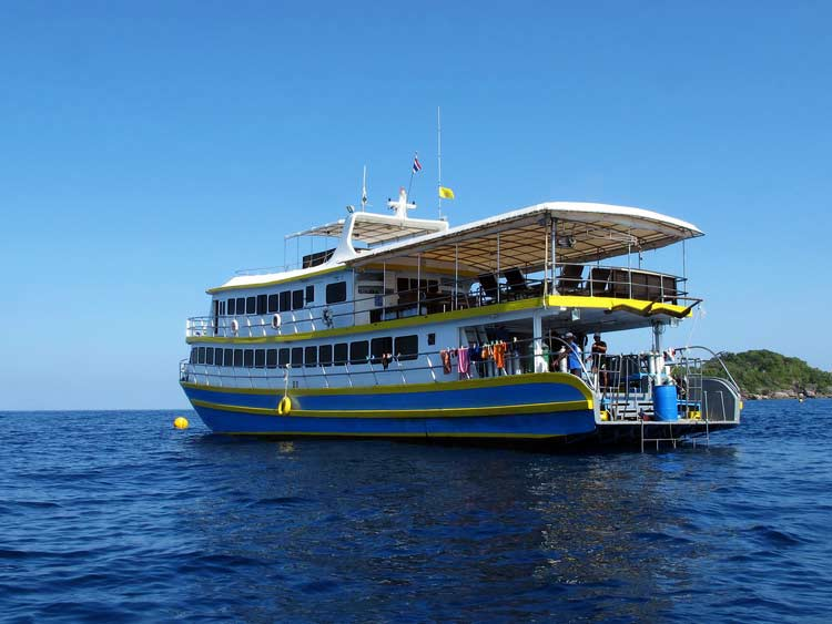 The MV Oktavia cruising the Similan islands national park
