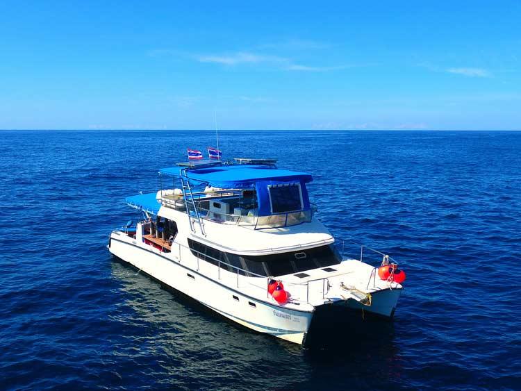 Similan diving fast transfer day trip boat MV Sundancer