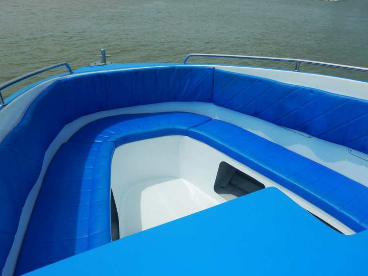 Richelieu rock diving boat Wetcat front seating
