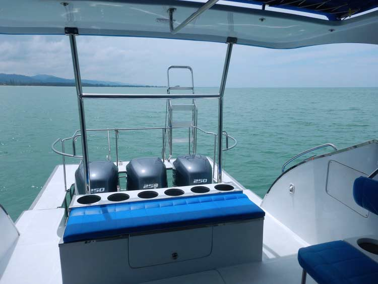 Richelieu rock diving boat Wetcat dive deck