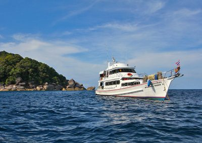 The Manta Queen 6 cruising the Similan islands national park