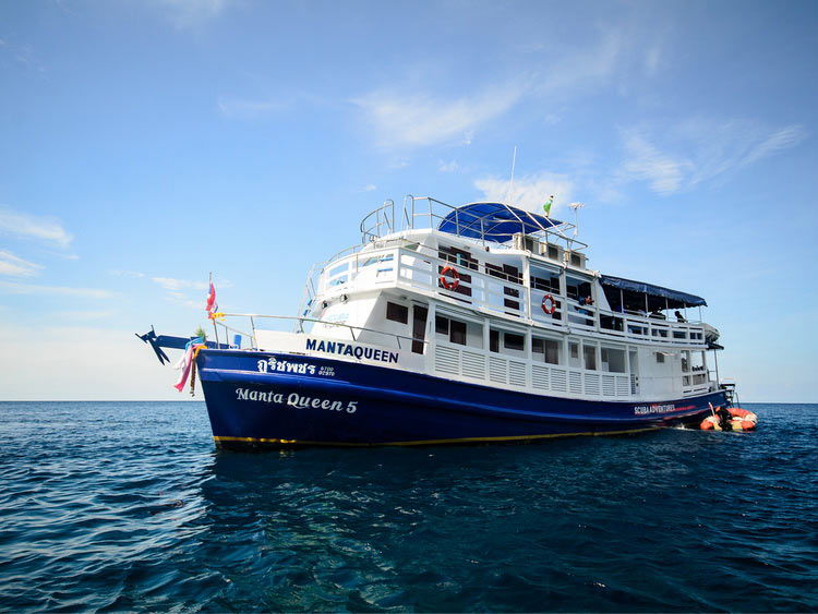 4 Days diving liveaboard trip on the cozy Manta Queen 5