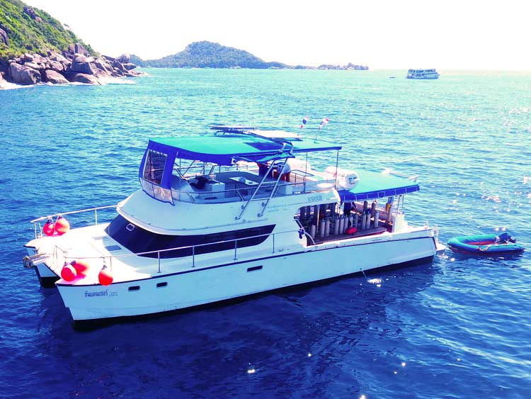 Fast transfer to the Similan islands on the day trip Similan islands boat MV Sundancer
