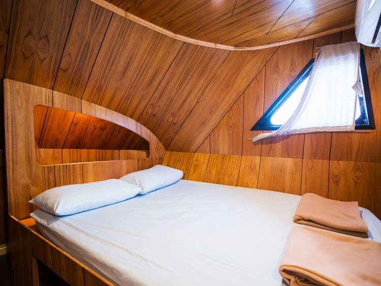 Similan islands diving liveaboard MV Camic double bed ensuite cabin