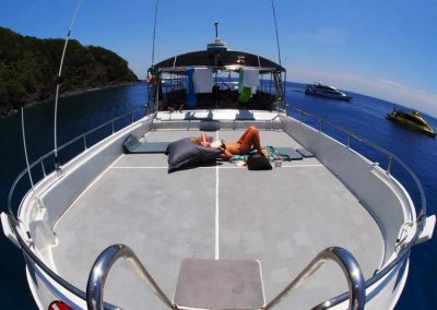 Relax between the dive on the Similan islands diving liveaboard MV camic
