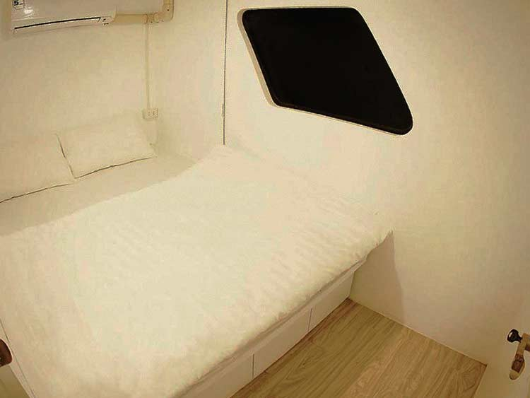 Similan islands liveaboard MV Lapat doube bed cabin with onw bathroom