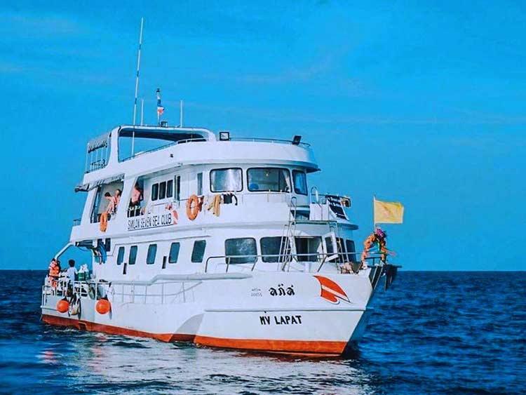 MV Lapat cruising the Similan islands
