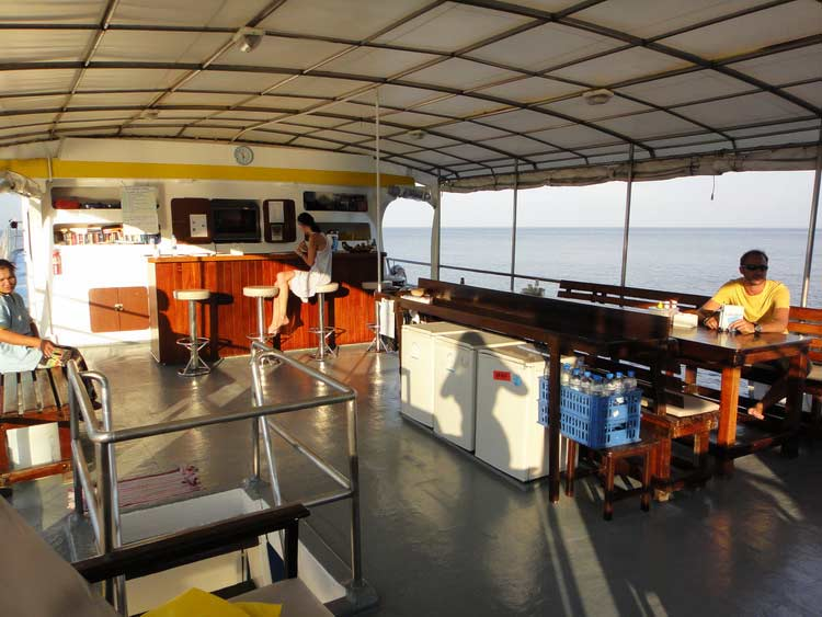 Dining deck on the Similan liveaboard MV Oktavia