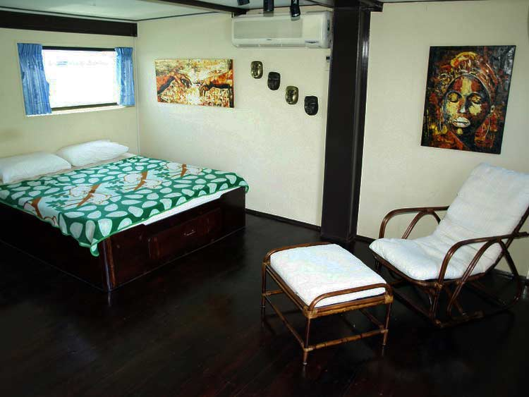 Similan islands liveaboard MV Oktavia master cabin with own bathroom