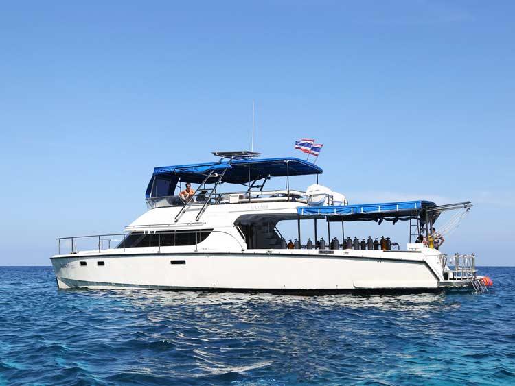 Similan islands diving day trip boat MV Sundancer