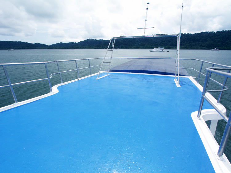 Sundeck on the Manta Queen 5