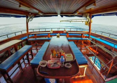 Manta Queen 8 dining deck