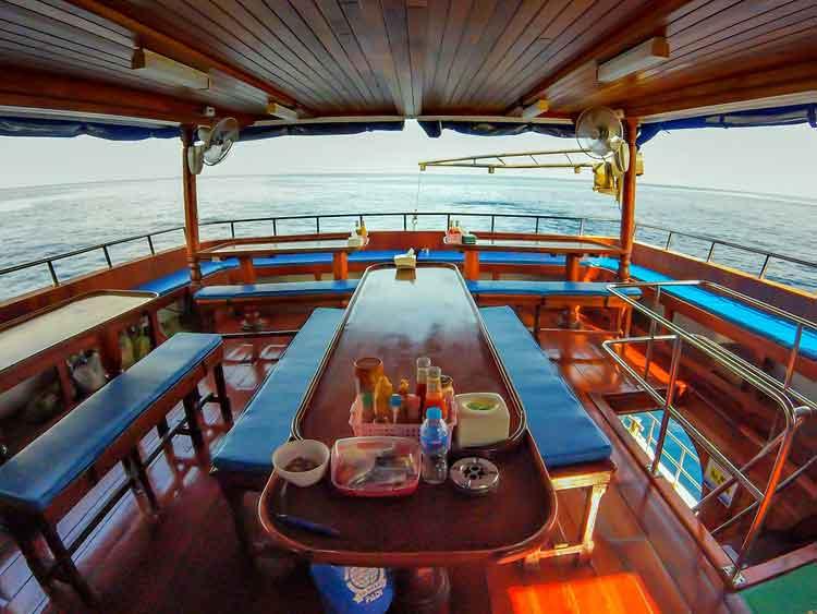 Manta Queen 8 dining deck