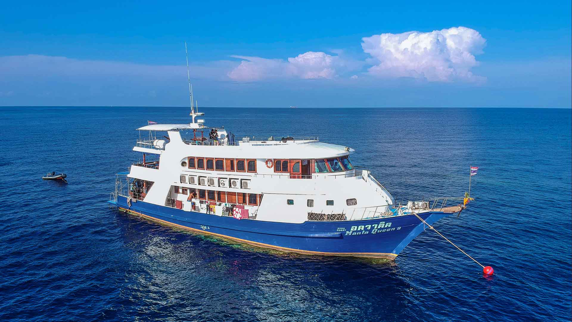 Richelieu rock liveaboard Manta Queen eight