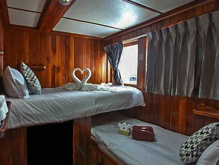 Similan islands liveaboard Manta Queen 8 twin bed cabin