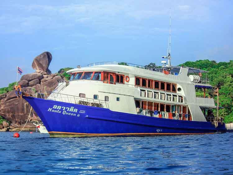 Manta Queen 8 at the Similan islands