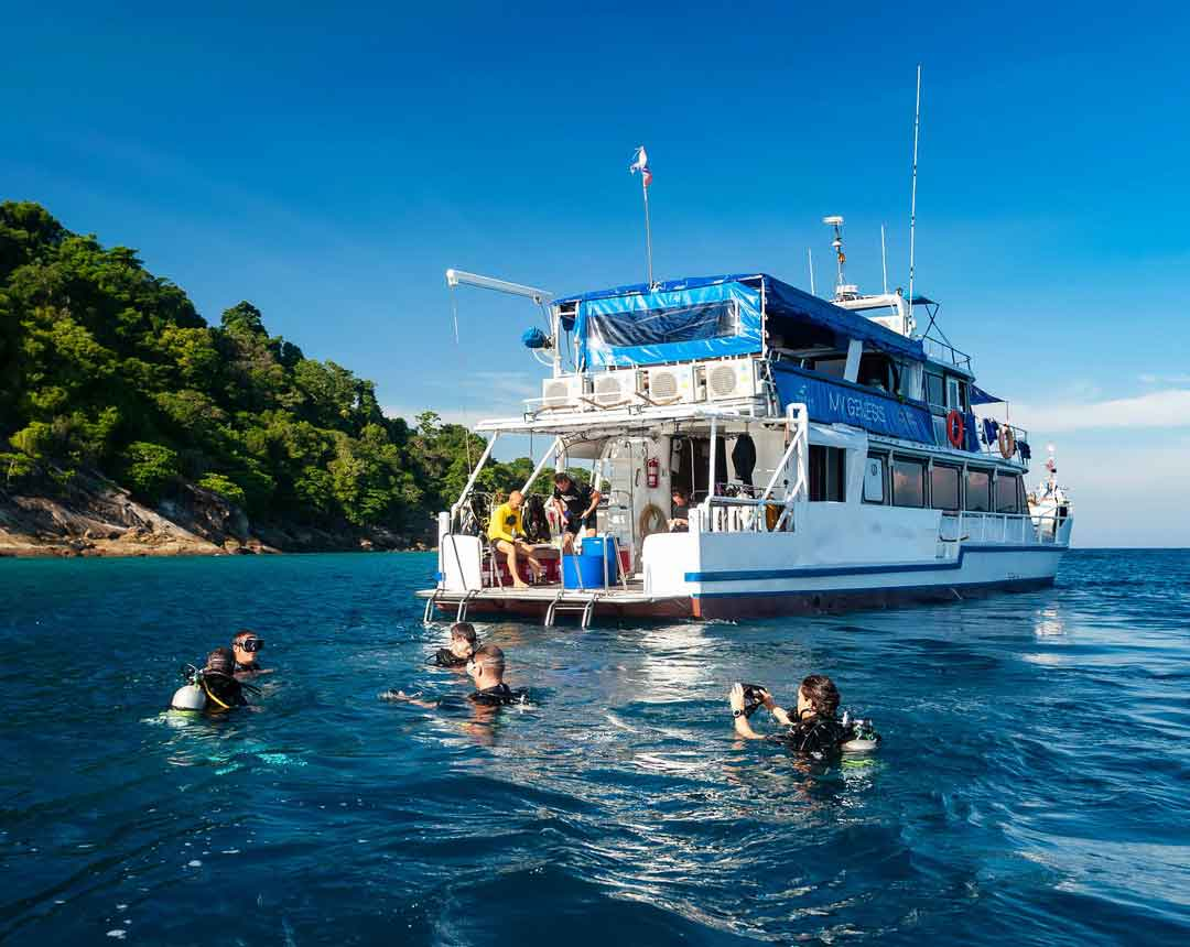 Liveboard trip to Koh Bon, Koh Tachai and Richelieu rock on the Manta Queen 2