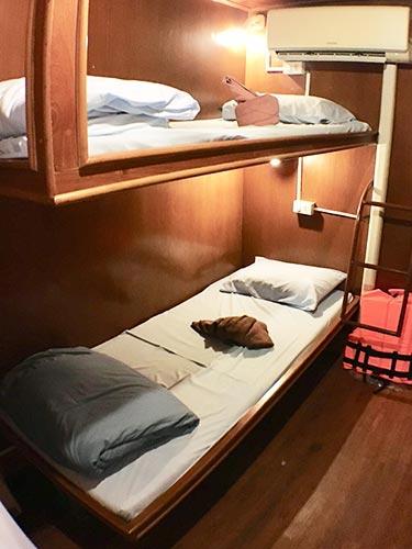Manta Queen 3 twin bed cabin